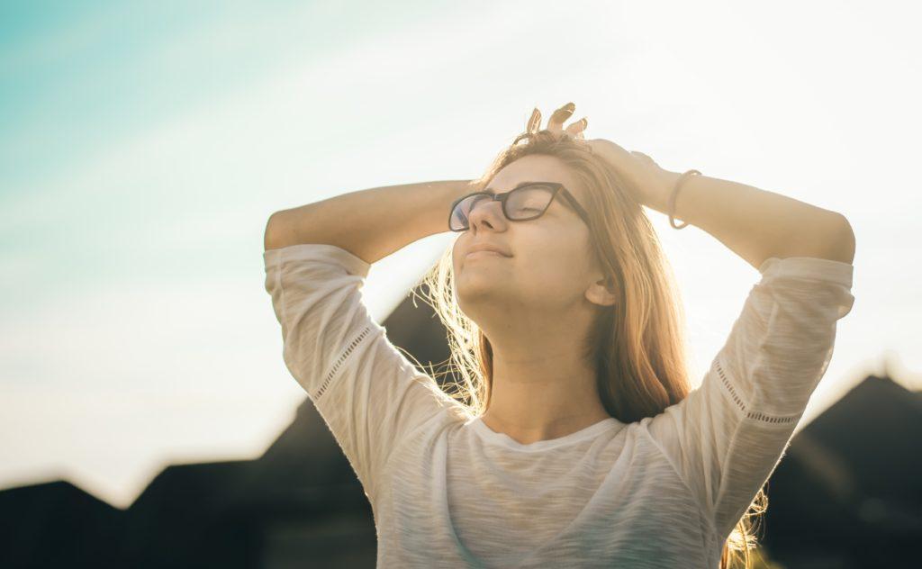yoga adolescent pour se reconnecter à son corps et accueillir avec bienveillance ses émotions et apaiser son mental